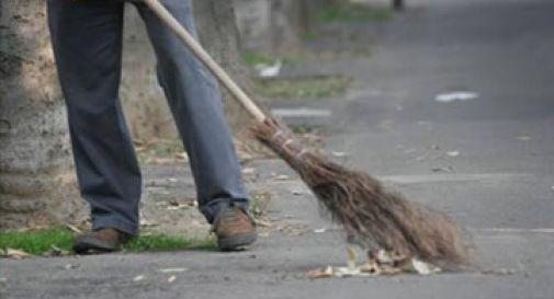 Spazzamento delle strade a Vittorio Veneto, gli operai restano