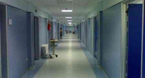 Ricoverato in ospedale, sfascia la stanza