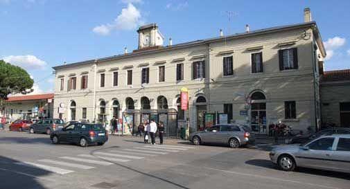 Un sottopassaggio davanti alla stazione dei treni a Conegliano, ci sono ditte interessate
