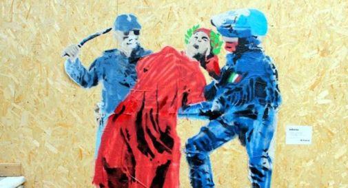Street artist raffigura Dante picchiato da due poliziotti, protesta Sap