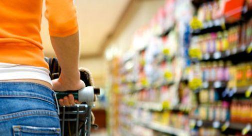 Occhio al furto della spesa fuori dal supermercato, segnalati vari casi