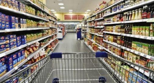 Coronavirus: negozi chiusi, ma la stessa merce venduta nei supermercati. Ascom denuncia: