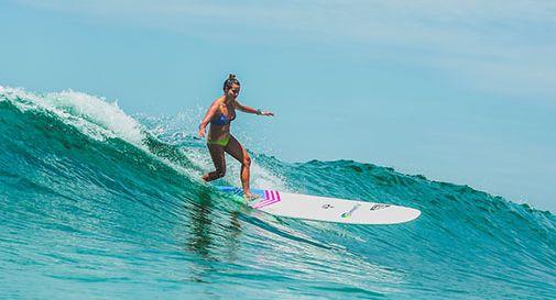 Manette a chi fa surf