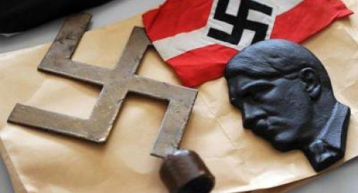 Dal 'Mein Kampf' ai cimeli di Priebke: simboli e bandiere messi al bando