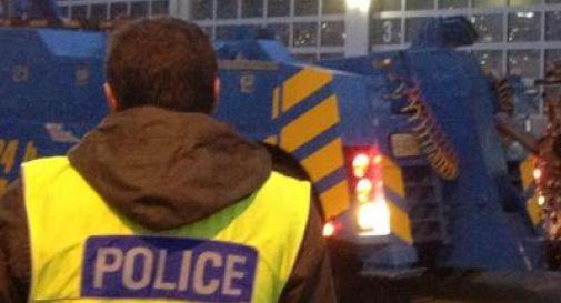 Svizzera, terrore sul treno: accoltella passeggeri e dà fuoco a un vagone, 7 feriti