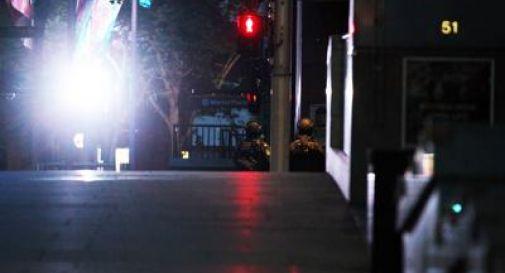 Sydney, blitz della polizia in un locale sotto assedio: tre morti, c'è anche il sequestratore