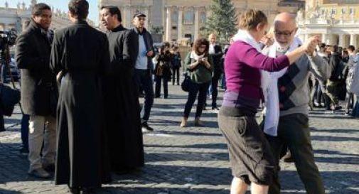 Tango in piazza San Pietro per festeggiare il compleanno di Papa Francesco
