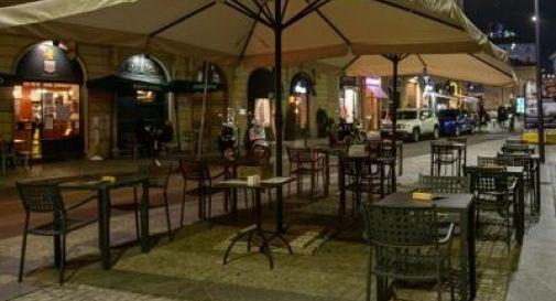 Bar e ristoranti dovranno chiudere alle 18. Scuole semiaperte