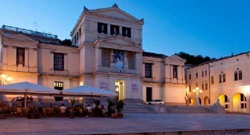 Il Teatro Accademia chiude per