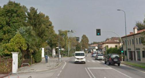 la statale 13 al semaforo di via Gatta