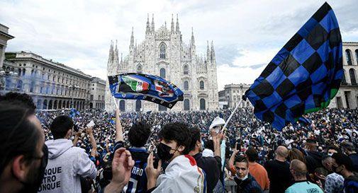 Tifosi dell'Inter in Piazza Duomo