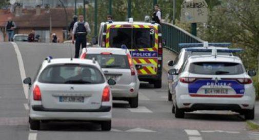 Ostaggi e spari, paura in Francia