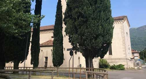 Apre il traforo di Vittorio Veneto, ma senza rotatoria: