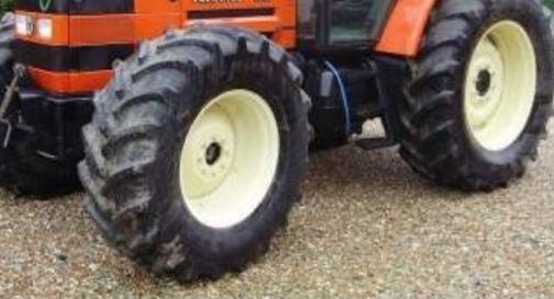 Agricoltore muore schiacciato da una ruota del trattore