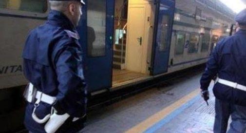 Aggredito con un coltello nel piazzale della stazione