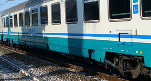 Minorenni ubriachi bloccano il treno