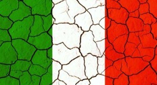 bandiera italiana con crepe