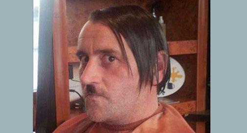 Germania, si dimette il leader di Pegida dopo la foto con i baffi alla Hitler
