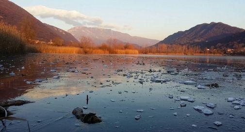 Il gelo fa ghiacciare i Laghi di Revine