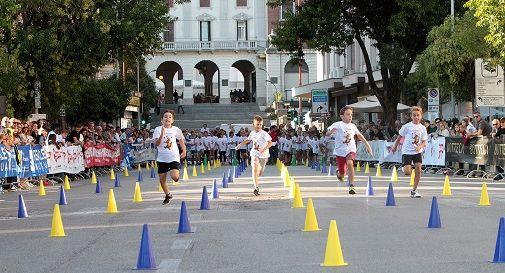 Piccoli velocisti in corsa con la Supercoppa