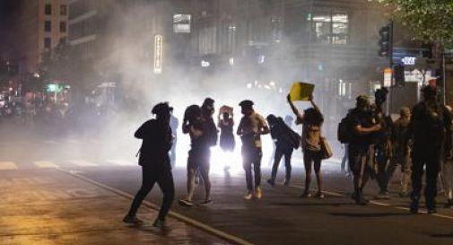 Morte Floyd, il coprifuoco non ferma la protesta