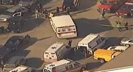 Sparatoria in una scuola elementare: 27 morti, 14 sono bambini