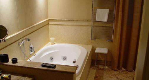 Come Si Chiama La Vasca Da Bagno In Inglese : Enne incinta muore fulminata dal cellulare nella vasca da bagno