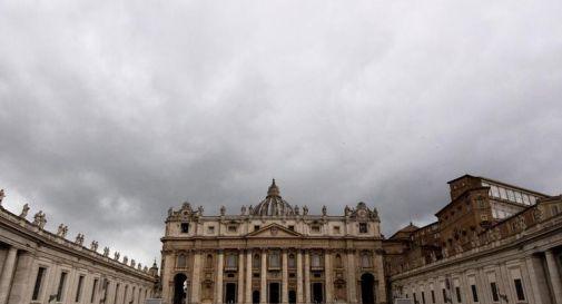 Vaticano, il Papa taglia lo stipendio ai cardinali