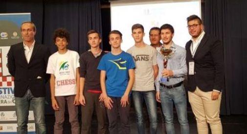 Scacchi, gli Under 16 del Vergani campioni d'Italia