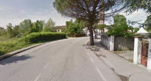 un tratto di via Zermanesa poco prima del centro storico prima dei lavori