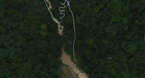 In Cina il Bungee Jumping più alto del mondo