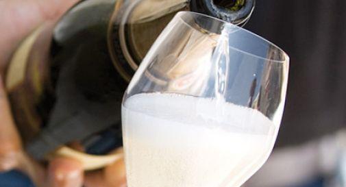 Frodi: vino in 'nero' e false fatture: 5 arresti