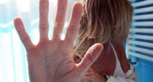 Tortura e violenta la baby sitter con la complicità della moglie, terzo arresto per un 31enne