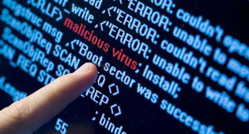 Dati bloccati con virus via mail, trenta aziende ricattate