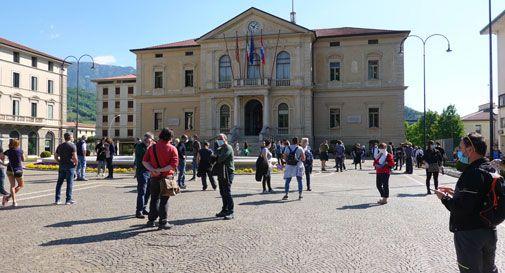 Vittorio Veneto, decine di esercenti in piazza nonostante la manifestazione annullata