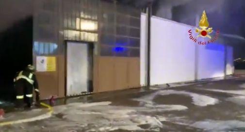 Incendio distrugge magazzini a Verona