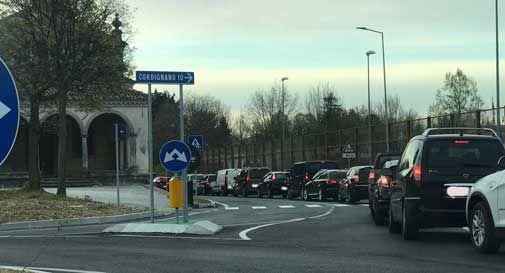 Riaprono le scuole, lunghe code all'uscita del traforo di Vittorio Veneto