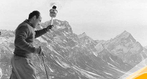 Zeno Colo con la fiamma olimpica