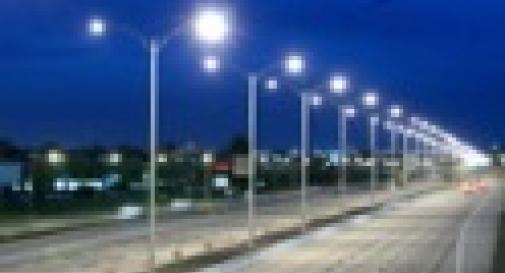 BISOGNA RISPARMIARE E IL COMUNE SPEGNE I LAMPIONI