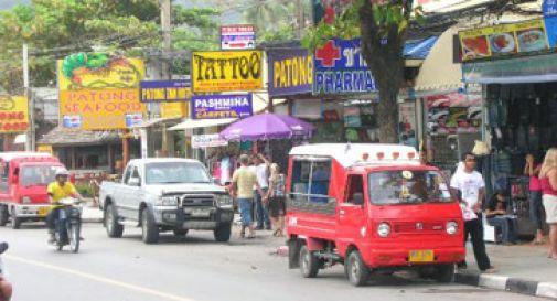 MUORE IN THAILANDIA SCHIANTANDOSI CON LO SCOOTER